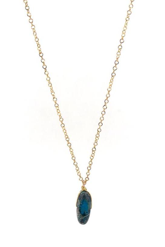 Cadena elaborada en acero, piedra natural y alambrismo. Complemento ideal para tu outfit.